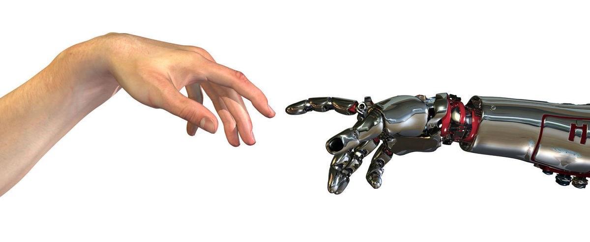 Hender menneske robot