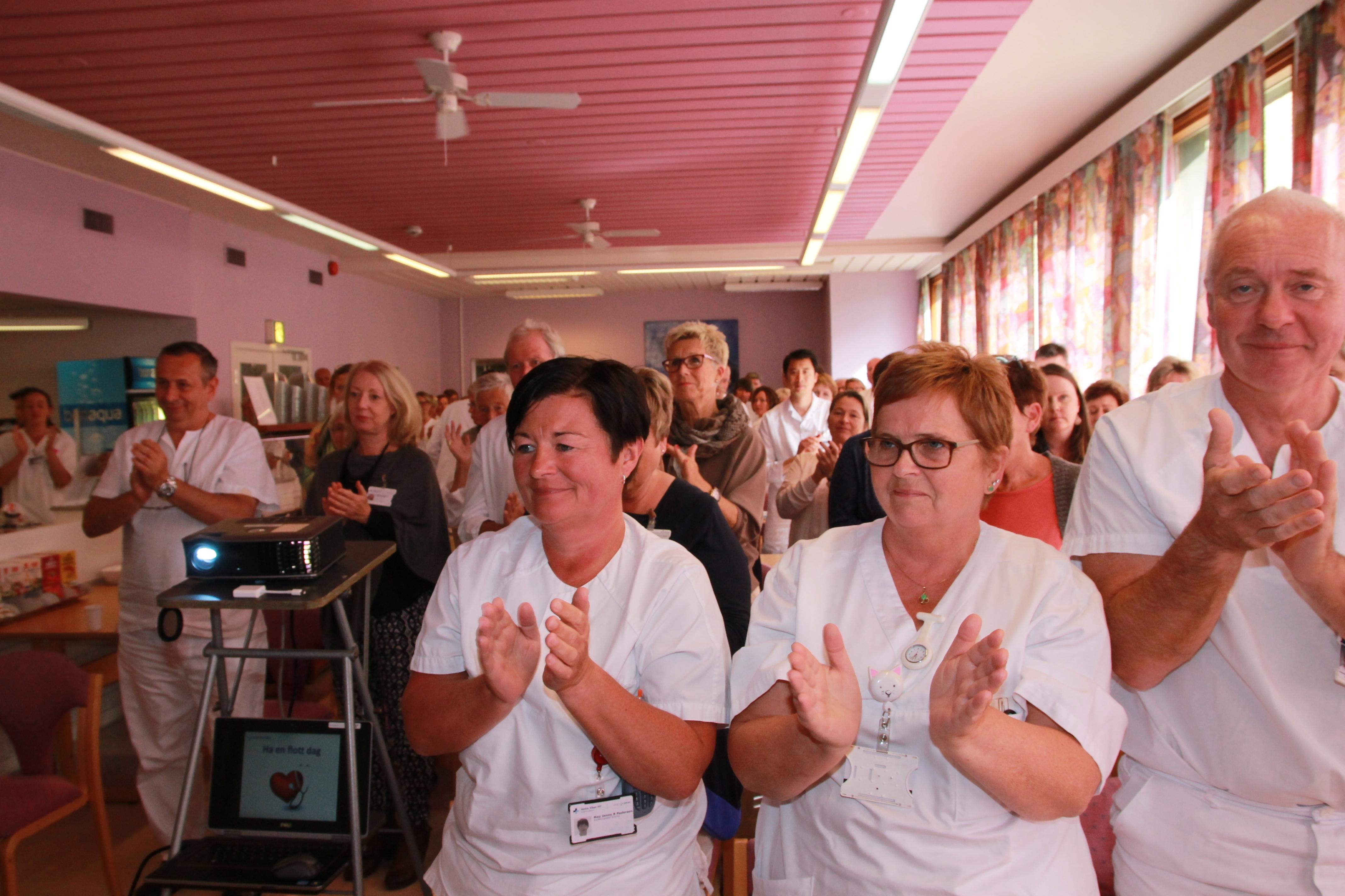 20160829 HR Norges Lederpris staaende applaus for Per Bleikelia 00004