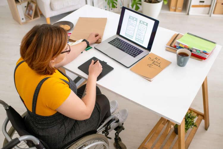 Dame i rullestol